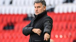 L'entraîneur de Lille, Christophe Galtier, donne ses instructions pendant le match de L1 entre le Paris-Saint Germain (PSG) et Lille (LOSC), au stade du Parc des Princes à Paris, le 03 avril 2021