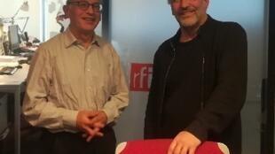 Le professeur de littérature Jean-Paul Sermain et le conteur Abbi Patrix, dans le studio de RFI.