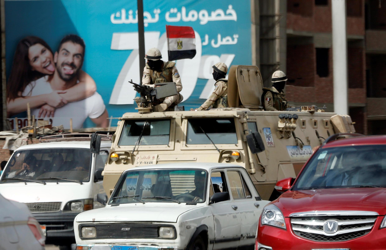 Quân đội Ai Cập tuần tra ở thủ đô Cairo sau hai vụ tấn công nhắm vào Nhà Thờ Cơ Đốc Giáo, ngày 10/04/2017.