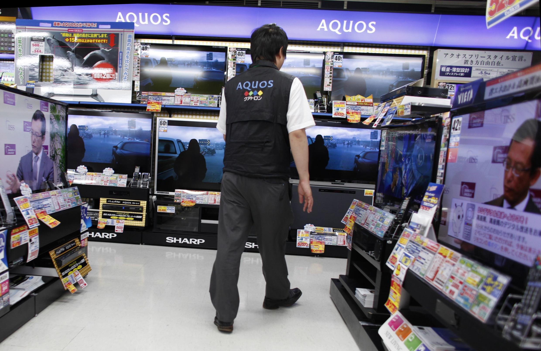 Loja de produtos eletrônicos em Tóquio. Queda no consumo desses artigos prejudicou o PIB japonês.