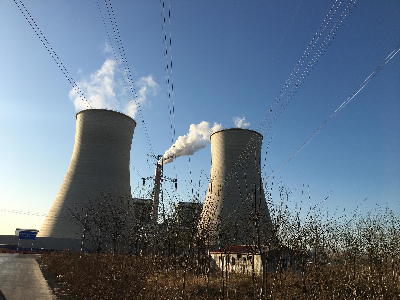 La nouvelle centrale thermique de Chengzhuangzi. Developpée par la compagnie minière et energétique d'État Shenhua, elle est entrée en activité au mois d'août dernier.