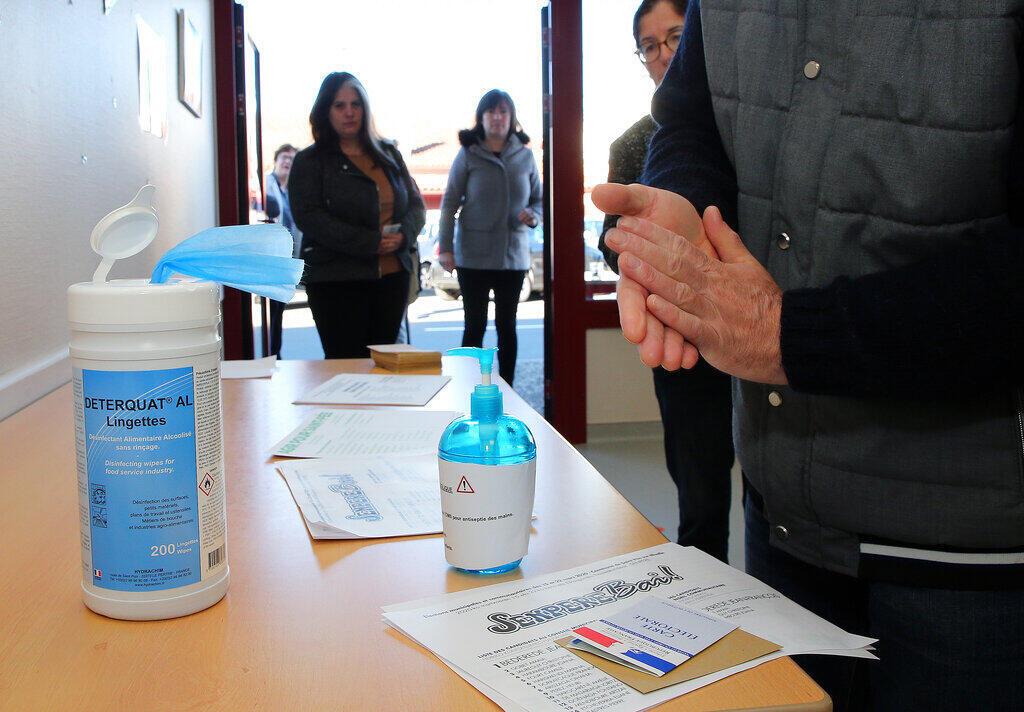 O uso de produtos para higiene das mãos à base de álcool se multiplicou em meio aos cuidados para evitar a Covid-19.