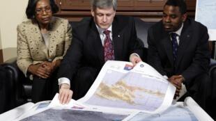 Le premier Ministre canadien Stephen Harper organise l'envoi de secours. Deux frégates canadiennes transportant vivres et militaires devraient arriver la semaine prochaine en Haïti.