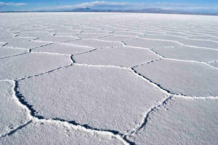 El salar de Uyuni en Bolivia constituye la reserva de litio más grande del mundo