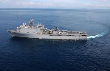 Tàu đổ bộ INS Airavat của Hải quân Ấn Độ.