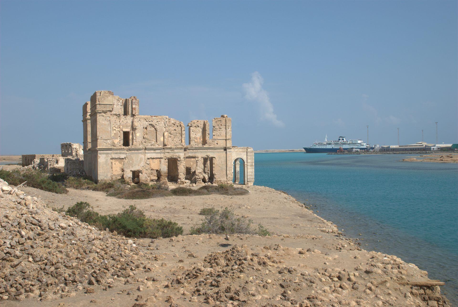 Dans le cadre d'un accord, le Soudan concède à la Turquie l'île de Suakin, située au nord-est du pays, pour 99 ans.