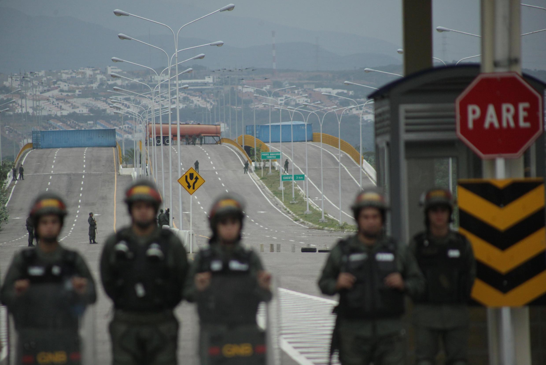 El puente Tienditas, que comunica las localidades de Cúcuta (Colombia) y Ureña (Venezuela), está cerrado.