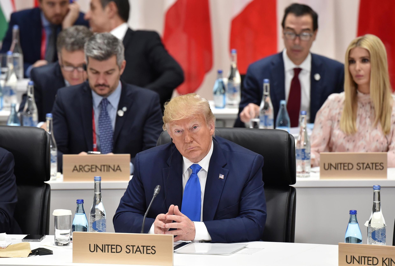 دونالد ترامپ رئیس جمهوری آمریکا، شرکای تجاری دولت واشنگتن همچون چین، هند، ژاپن و آلمان را مورد انتقاد قرار داد و آنها را به بهره برداری از ایالات متحدۀ آمریکا متهم کرد.