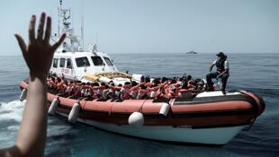 Wahamiaji wakiokolewa katika Bahari ya Mediterranean na shirka la kihisani la SOS Méditerranée, Juni 12, 2018.