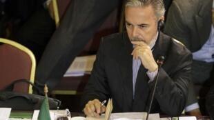O ministro das Relações Exteriores Antonio Patriota durante a reunião de cúpula do Mercosul, em Montevidéu.
