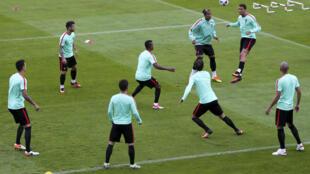 A Selecção Portuguesa durante um treino.