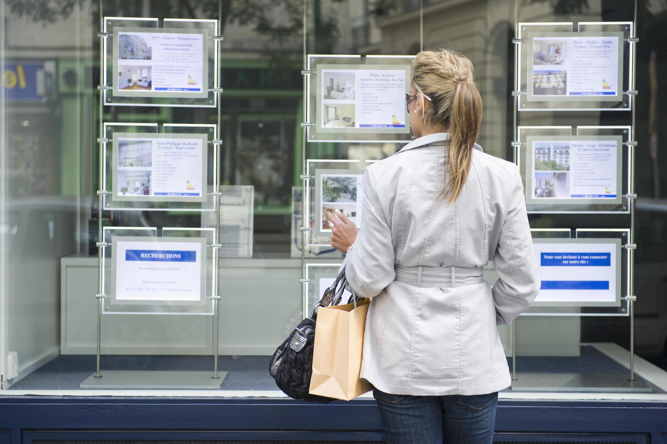 En France, la faiblesse des taux d'intérêt a réveillé la demande dans le secteur de l'immobilier et a entraîné avec elle le marché du neuf comme celui de l'ancien.