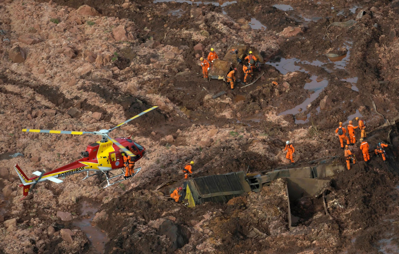 Rettungsteams am Ort der Tragödie am 25. Januar 2019 in Minas Gerais, Prometheus, Brasilien.
