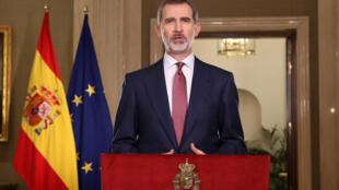 El rey de España Felipe VI brinda un mensaje televisivo sobre la crisis que atraviesa la monarquía en su país, el 16 de marzo de 2020