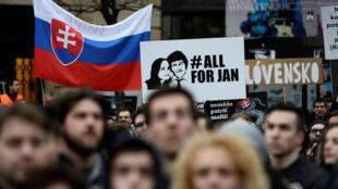 Manifestation à Bratislava, le 9 mars 2018, après l'assassinat du journaliste d'investigation Jan Kuciak et de sa fiancée.