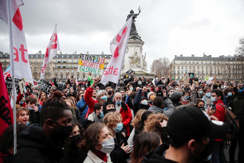 2021-01-30T151343Z_292692445_RC2FIL9QAKOX_RTRMADP_3_FRANCE-SECURITY-PROTEST