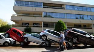 Cars swept away by floodwaters in Mandelieu-la-Napoule, near Cannes, 4 October 2015.
