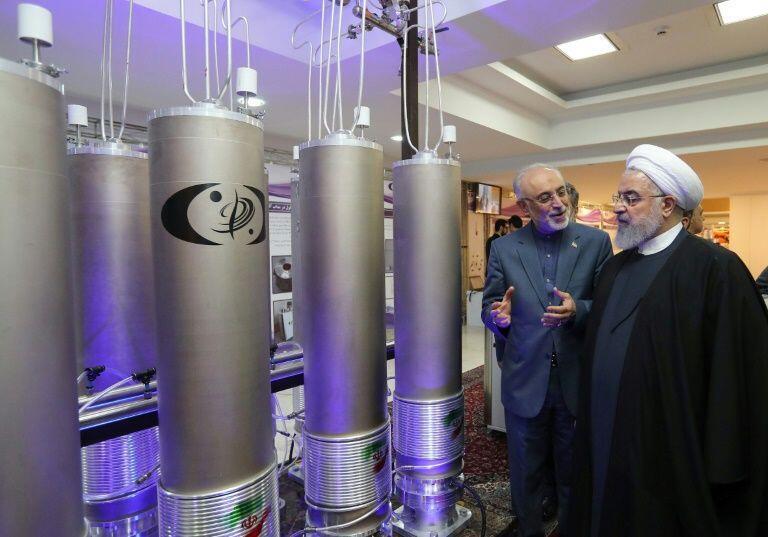 Rais wa Iran Hassan Rohani na mkurugenzi wa shirika la Nishati ya Nyuklia ya Iran Ali Akbar Salehi wakati wa kuadhimishwa siku ya Nishati ya Nyuklia Aprili 9, 2019, Tehran.
