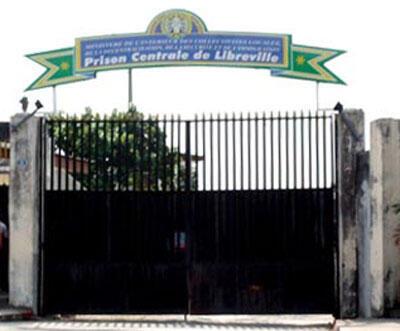 Entrée principale de la prison centrale de Libreville.