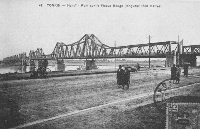 Cầu Paul Doumer, tên của cầu Long Biên, trên một bưu thiếp thời Pháp thuộc.