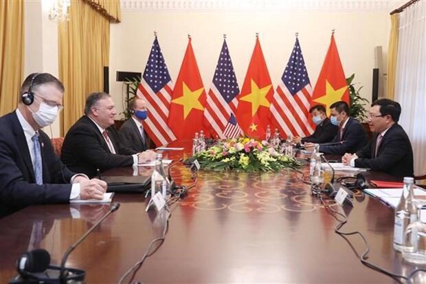 美国国务卿蓬佩奥与越南副总理兼外长范平明出席会谈资料图片