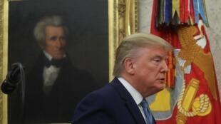 Presidente Donald Trump participa de cerimônia na Casa Branca, nesta terça-feira (8).