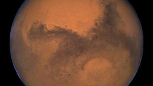 Sao Hỏa qua kính viễn vọng Hubble của cơ quan không gian Mỹ NASA, chụp ngày 26/08/2003, khi hành tinh đến gần Trái đất nhất.