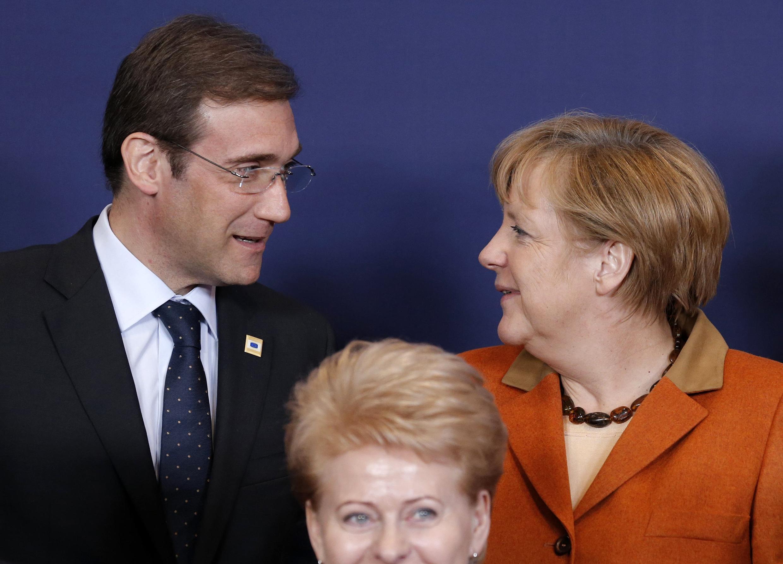 O primeiro-ministro português, Pedro Passos Coelho, e a chanceler alemã, Angela Merkel, durante cúpula da União Européia, em Bruxelas, no dia 18 de outubro de 2012.