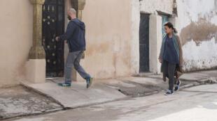 Image tirée de «Noura rêve», de Hinde Boujemaa, avec Hend Sabri et Lotfi Abdelli.