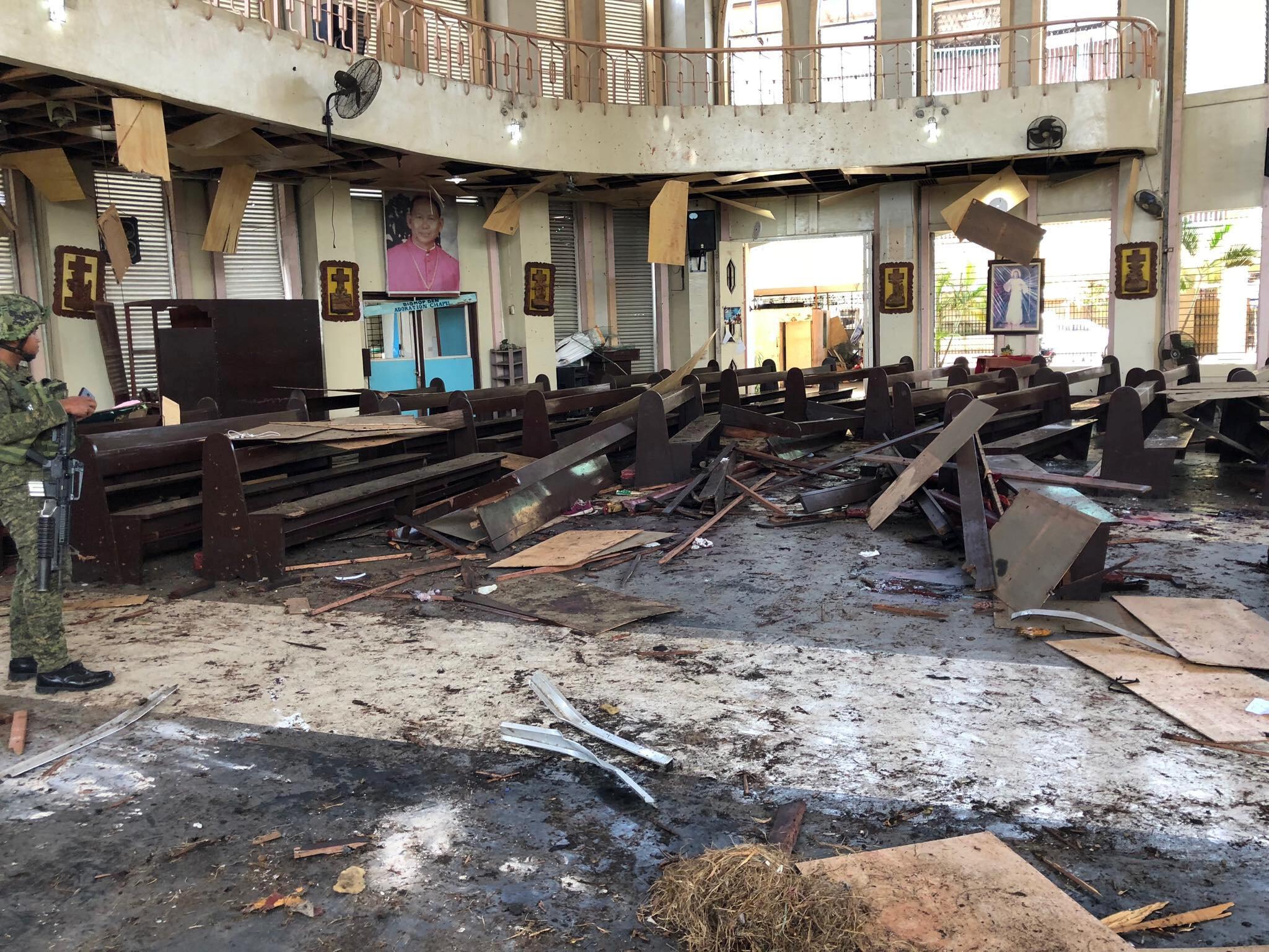 """صحن داخلی کلیسا  شهر """"جولو""""، بعد از انفجار بمب. یکشنبه ٧ بهمن/ ٢٧ ژانویه ٢٠۱٩"""