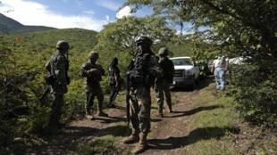 Polisi inaendea kuzingira eneo kuliko gunduliwa makaburi sita ya pamoja karibu na mji wa Iguala..