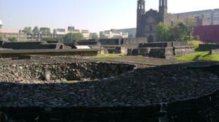 La Place des Trois Cultures dans le quartier de Tlatelolco à Mexico.