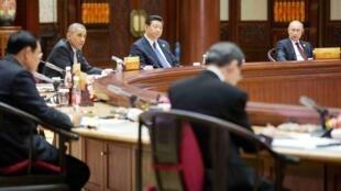 Les leaders du 22e sommet de l'Apec, en réunion au lac Yanqi, le 11 novembre 2014.