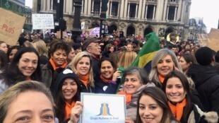 Grupo Mulheres do Brasil se juntou à marcha contra a violência contra a mulher e o feminicídio em Paris, na Praça da Ópera, em 23/11/2019.