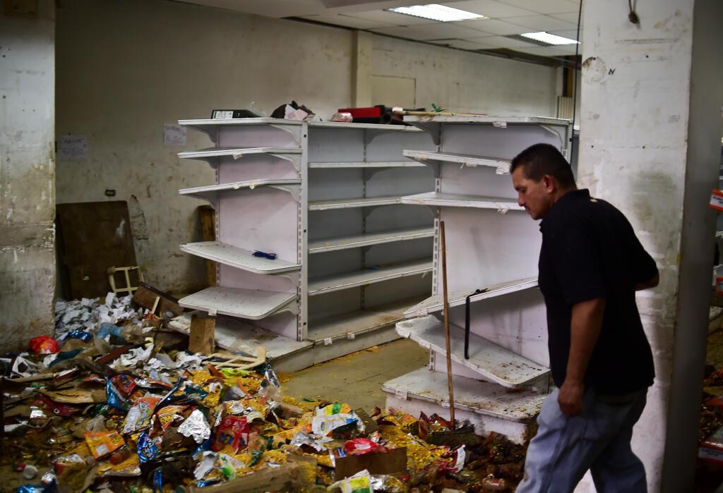 Cảnh một cửa hàng bị cướp phá ở Caracas, Venezuela, ngày 21/04/2017, sau một cuộc biểu tình chống chính phủ.