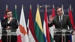 Le Premier ministre grec Antonis Samaras et le président de la Commission européenne José Manuel Barroso, le 8 janvier 2014.