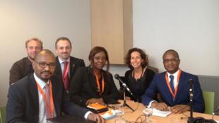 De gauche à droite: Ahmat Acyl, Hans de Greve, Jean-Marc Bernard, Gisèle Bedan, Emmanuelle Bastide, Maker Mwangu Famba.