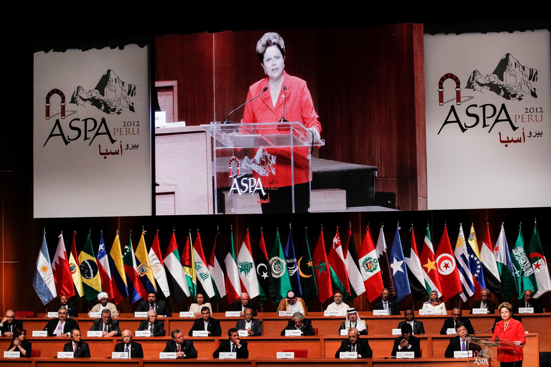 Presidenta Dilma Rousseff durante cerimônia de abertura da 3ª Cúpula Aspa. (Lima - Peru, 02/10/2012)