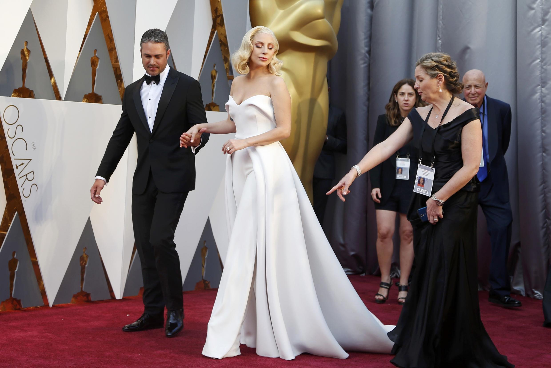 Леди Гага в белом