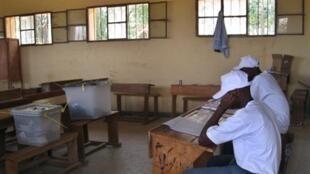 Moja ya vituo vya kupigia kura mjini Bujumbura, nchini Burundi ljuni 28 mwaka 2010.