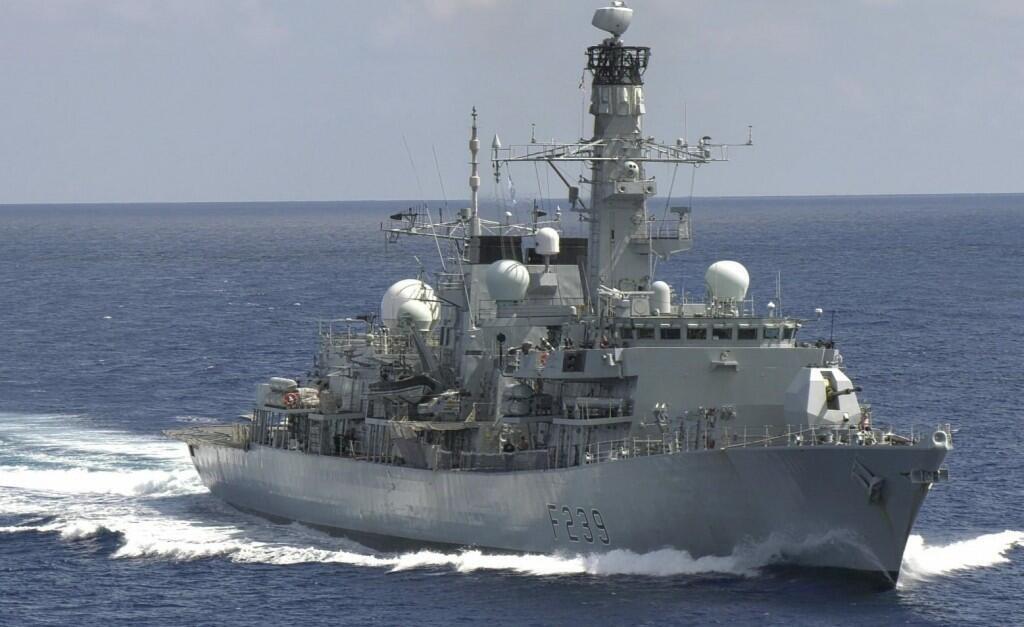 28.9 英國伊莉莎白航母護衛艦里士滿號27日通過台灣海峽前往越南。(里士滿號推特)
