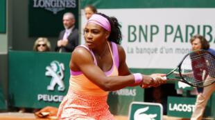 Serena Williams vió peligrar su continuidad ante la jugadora número 105 del mundo, la alemana  Anna-Lena Friedsman.