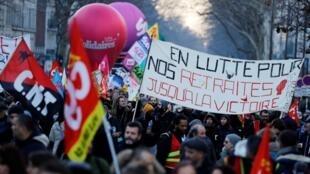 Les manifestant contre la réforme des retraites étaient de nouveau dans la rue ce jeudi 6 février 2020 à Paris.