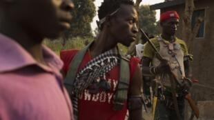 Des combattants anti-balaka à Bangui, le 15 janvier 2014.
