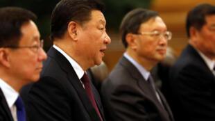 """中國中學教科書取消講述官逼民反的『陳涉世家』引起人們對""""四個自信'的質疑。"""