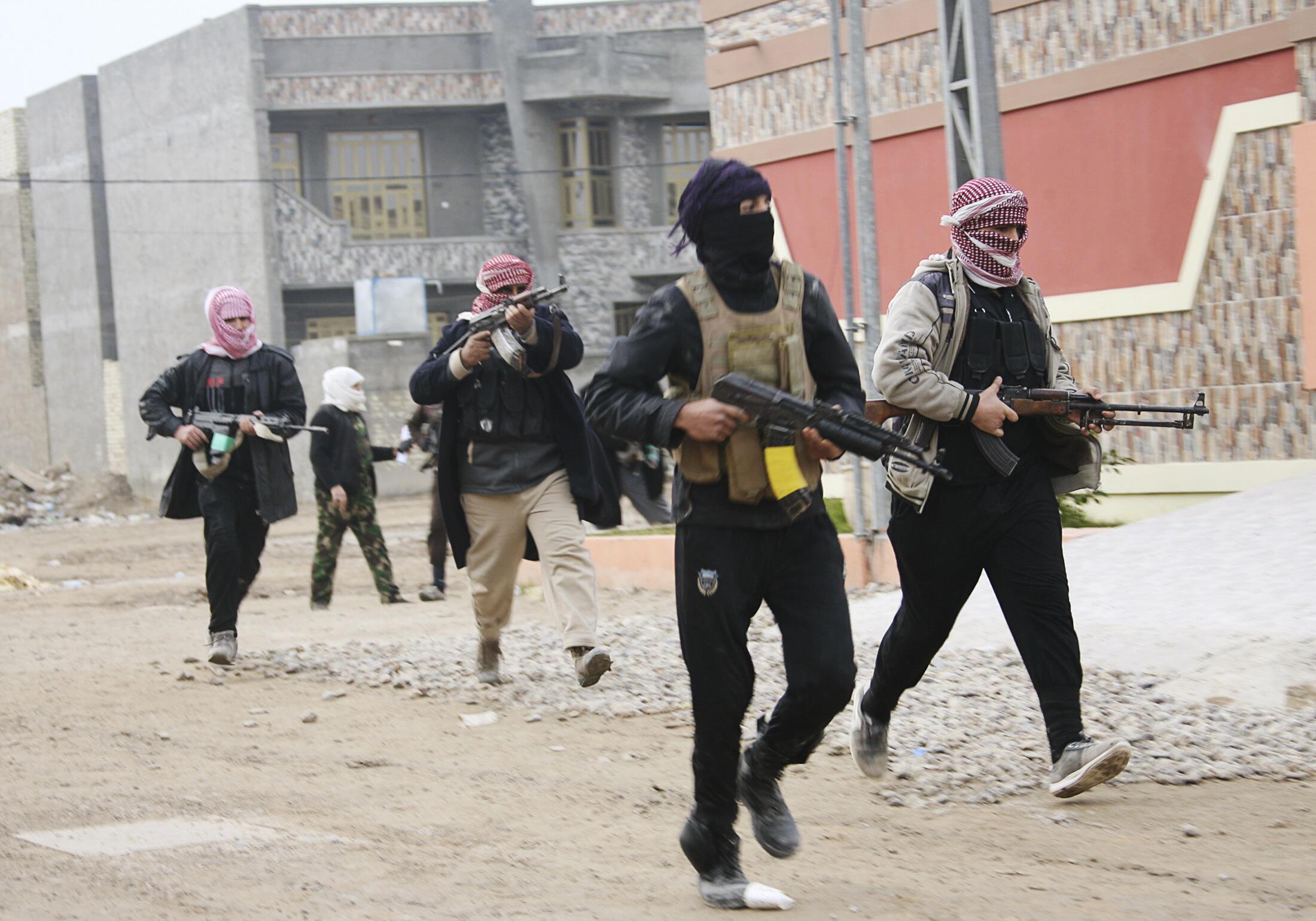 Премьер министр Ирака аль-Малики заявил, что джихадисты выгоняют жителей из завоеванных городов