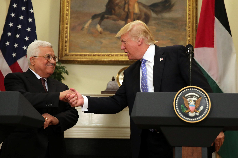 Mahmoud Abbas (kushoto) nat Donald Trump, Mei 3, 2017 White House, Washington.