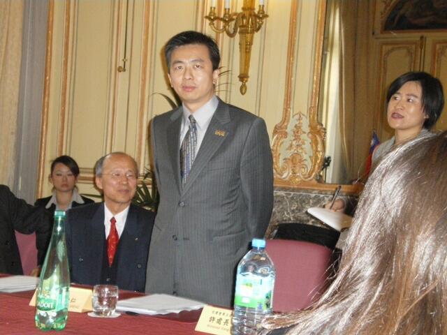台灣行政院文建會主任委員盛治仁2010年4月12日在巴黎台灣文化中心