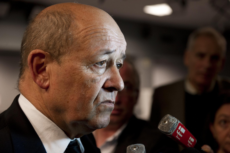 Bộ trưởng Quốc phòng Le Drian : Pháp bắt đầu dọ thám EI.