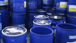 En termes de raffinage, le Congo n'utilise officiellement que 10 % de sa production pétrolière estimée entre 300000 et 350000 barils par jour.